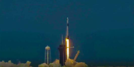 """SpaceX载人飞船发射成功:致敬""""疯子""""发明家马斯克"""