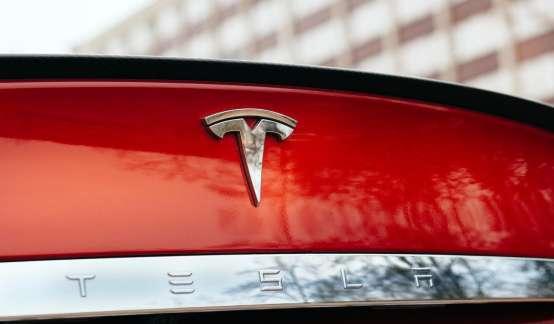 """股价暴涨!全球第三大车企?特斯拉和""""钢铁侠""""马斯克的时代真要来临?"""