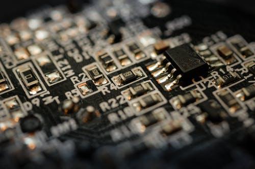 存储芯片或反弹涨价,半导体行业的春风吹起了?
