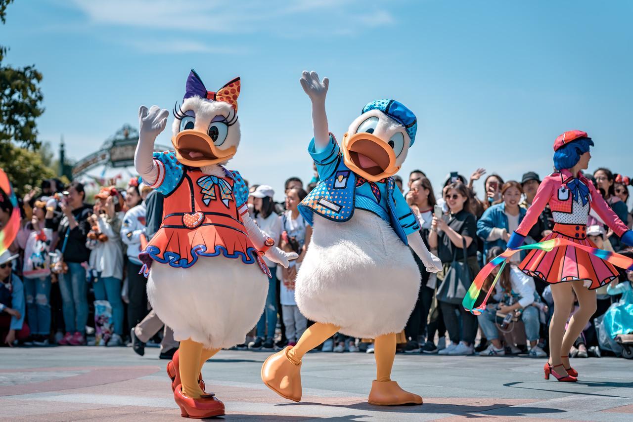 """人民日报喊话迪士尼:放下""""比烂""""大旗,正视消费者权益"""
