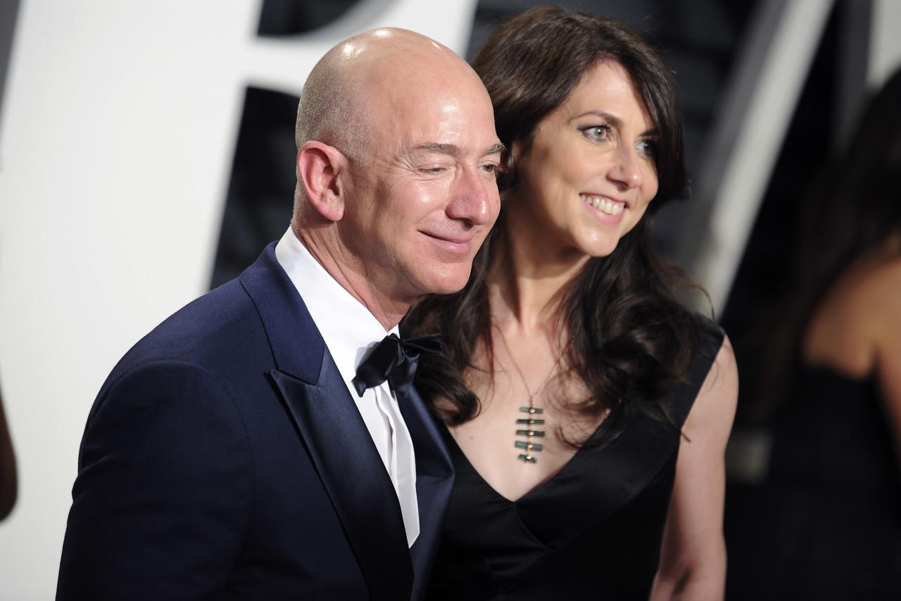 早报 | 价值约383亿美元!贝索斯与前妻正式达成离婚协议;飞天茅台批发价超2000元;网易云音乐称遭遇集中造谣