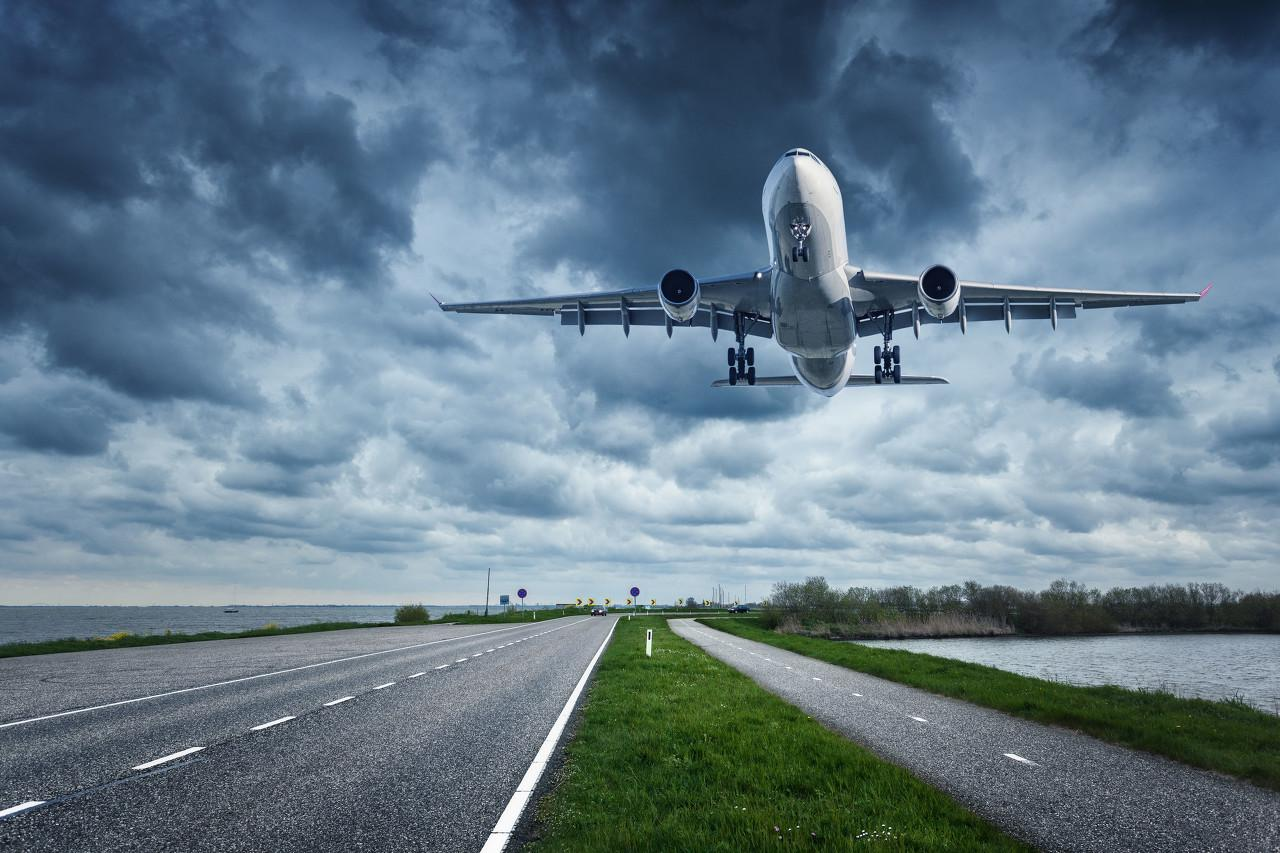 乌克兰客机失事,谁将同它一起坠落?