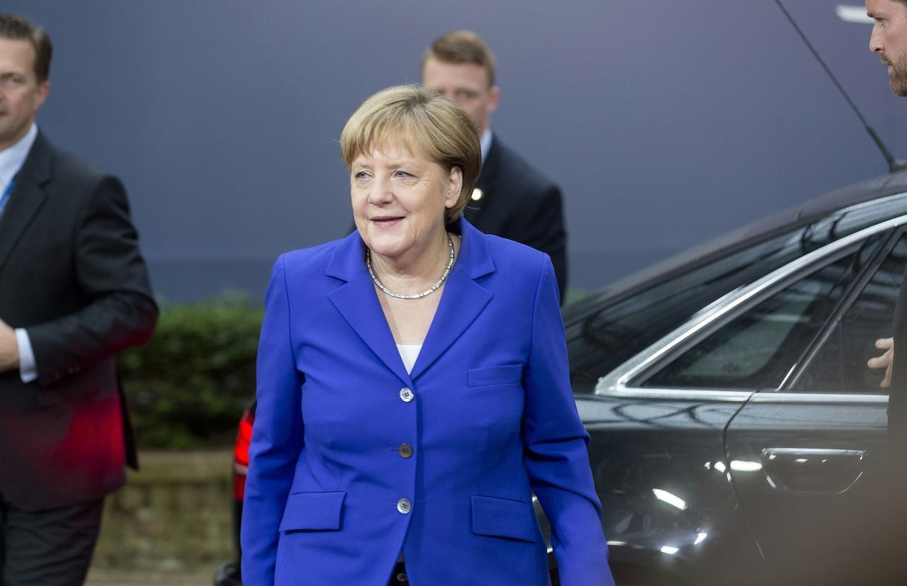早报 | 德国总理默克尔自我隔离;特朗普调动联邦国民卫队帮助抗疫;美国第二季度失业率或达30%;华为两大重磅会议即将召开