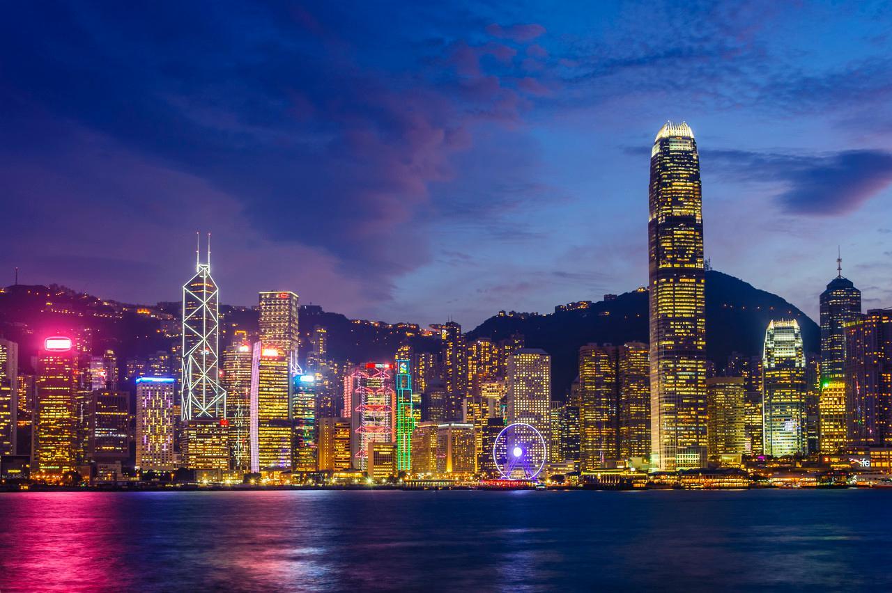 早报 | 香港股市暴涨!恒指飙升近千点;P2P将全面纳入央行征信;绿洲就图标设计涉嫌抄袭致歉;暴风集团被证监会立案调查