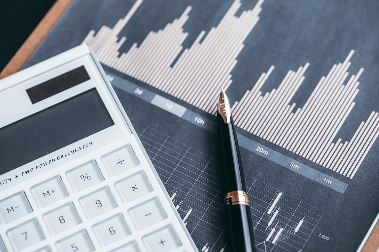 银行地产岁末年初异动效应
