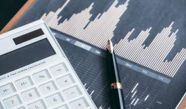2019年9月策略月报:全球资产荒,权益性价比