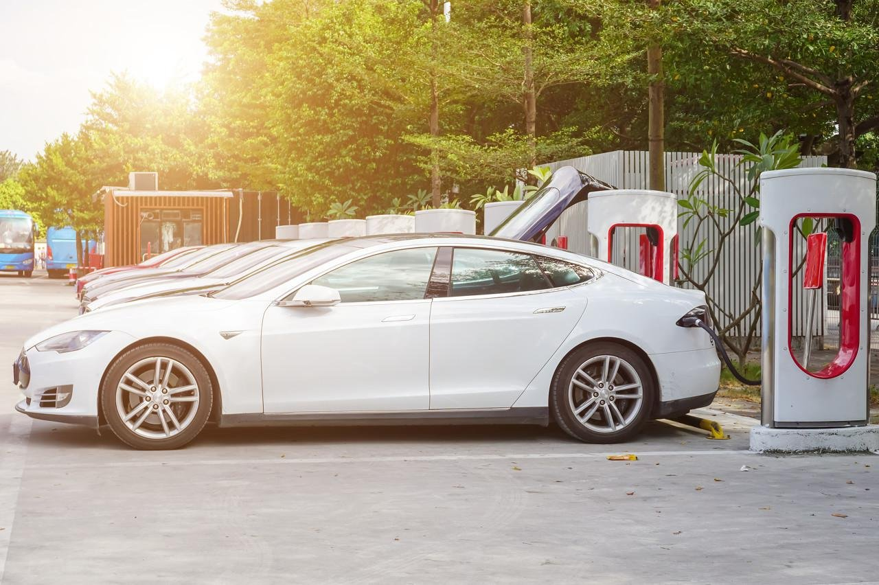 """造车新势力处在""""盈利忍耐期"""",电池、汽车玻璃等具有长期投资价值"""