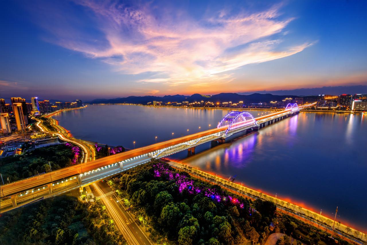 正在成为网红的杭州,与一线城市渐行渐远