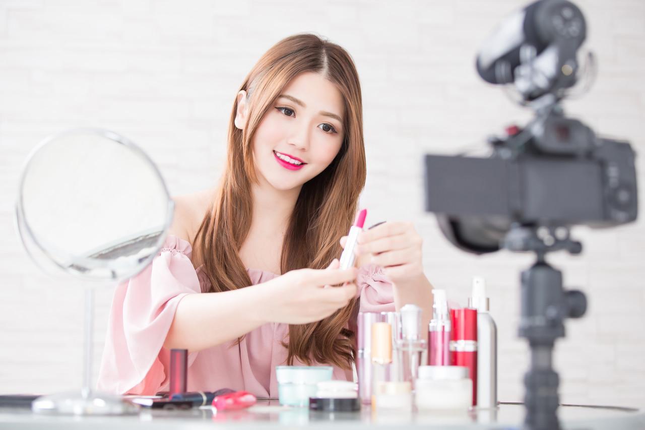 中国化妆品电子商务行业报告:十大电商企业案例,深度剖析市场商机