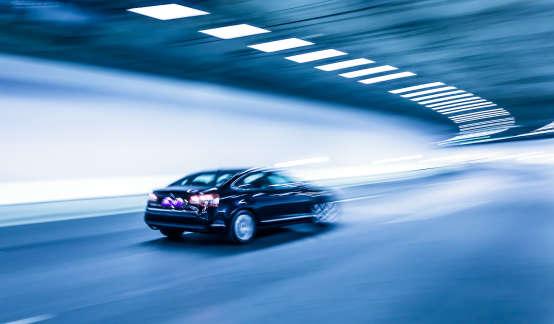 奔驰再遇信任危机:半年在华卖超30万辆,有人刚买新车就掉轮胎