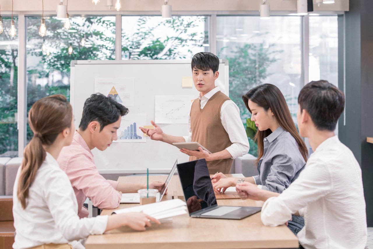 21世纪教育集团(1598.HK):线上教育风口上的应变者