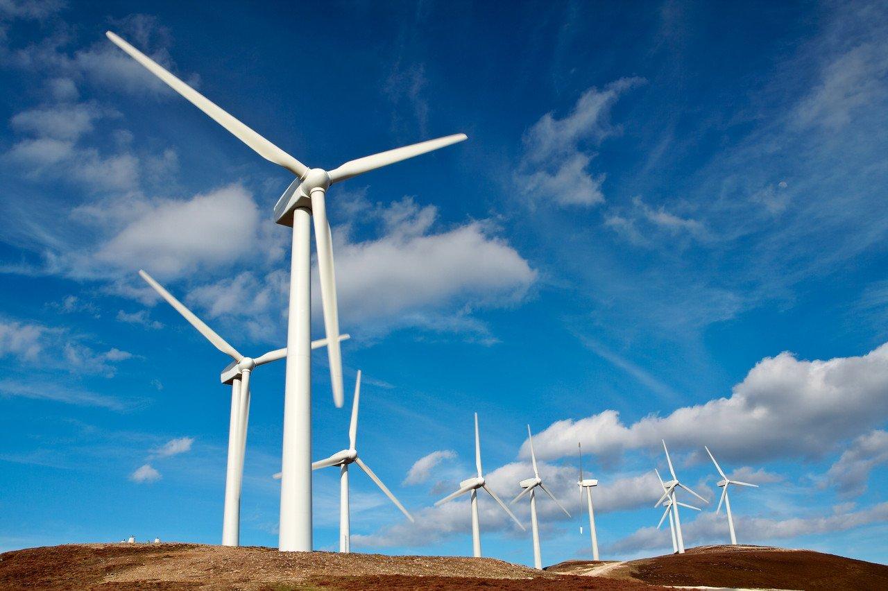 1.2亿千瓦!明年装机目标又调高了,风电、光伏板块已经嗨成一片