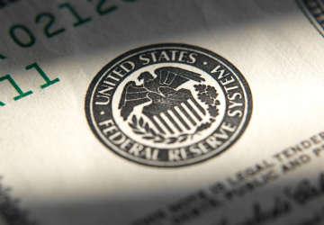 昨夜鲍威尔暗示降息可能!?#24179;?#24050;连涨5日,金融市场变奏开始?
