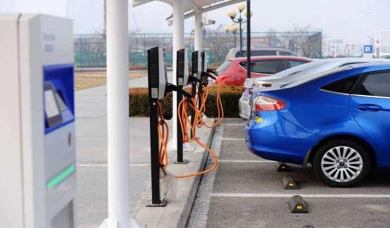 """开上新能源车之后,如何摆脱""""充电焦虑""""?"""