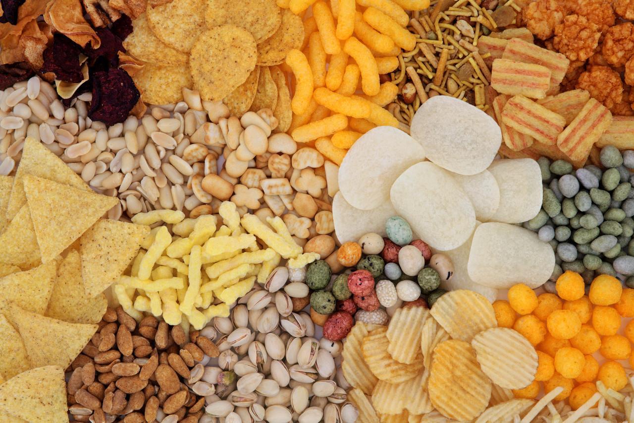 【华创食饮】Q4线上数据:保健食品增速小幅改善,休闲食品龙头增速亮眼