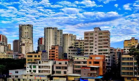 张明、刘瑶:中国城市房价走势与波动的驱动因素探析