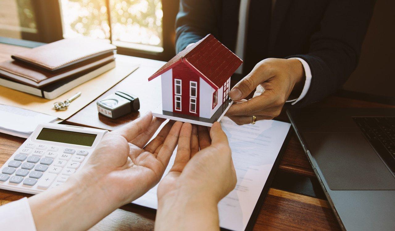 从居民中长期贷款回落到地产周期下行