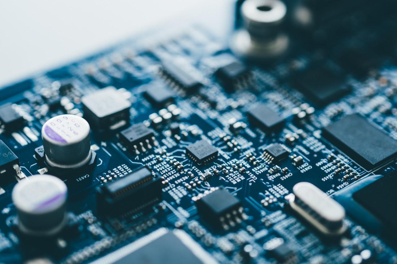 AMD发布史上最强x86处理器EPYC Rome,或撼动英特尔服务器市场地位
