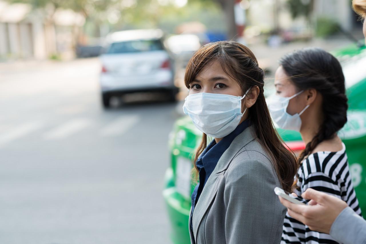 疫情下的韩国:三星工厂关闭,首尔市长遭围攻,民众抢口罩