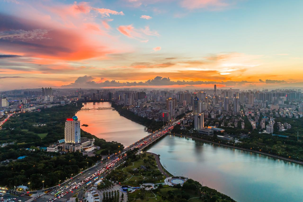 """上海正在夺回 """"失落的十年"""""""