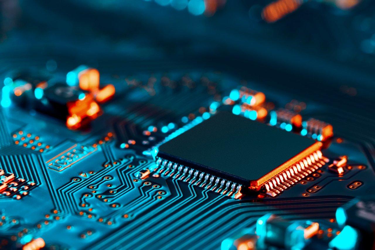 美国新禁令今日生效,华为存的芯片还够用多久?