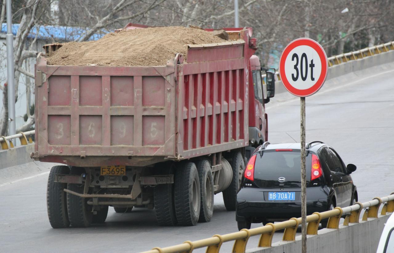 如何识别能把桥压塌的大车?